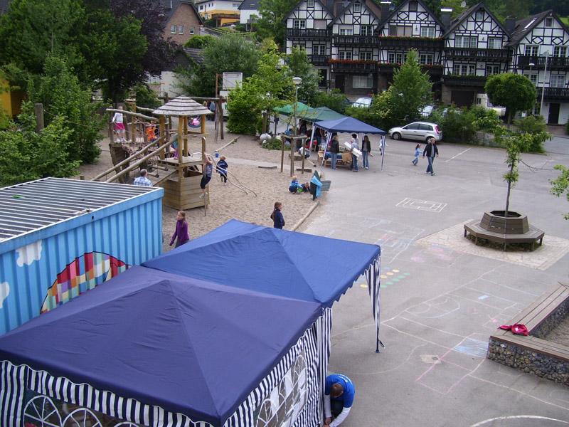 Fest auf dem Schulhof
